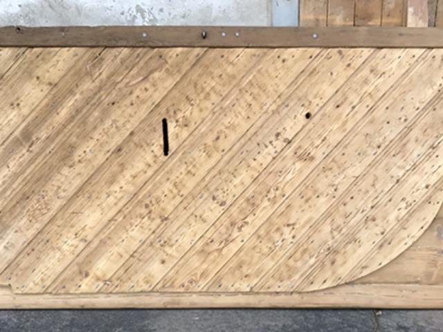 Décapage et gommage d'une porte en bois