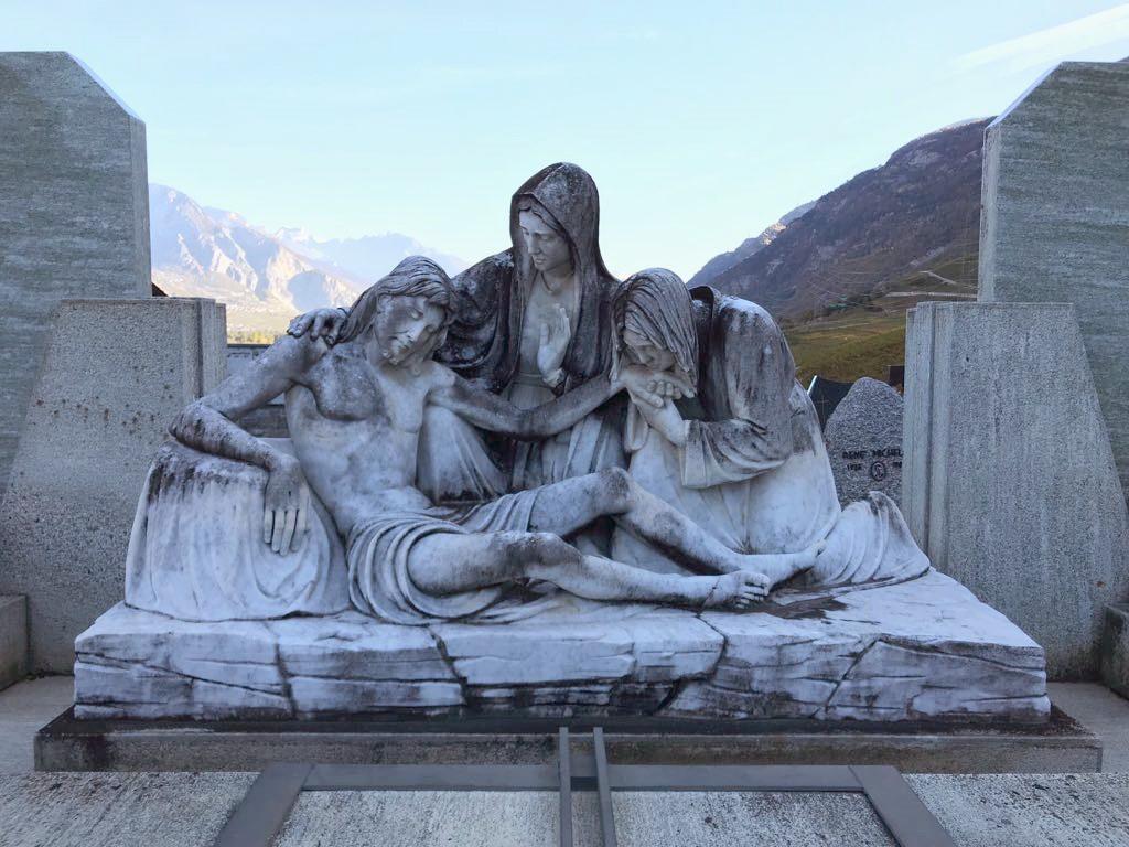 Gommage d'une statue funéraire