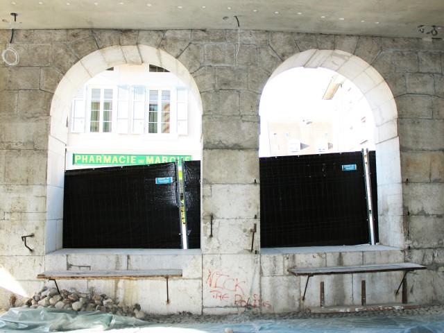 Nettoyage de la pollution : Halles historique en calcaire