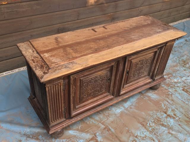 Gommage d'un meuble en bois