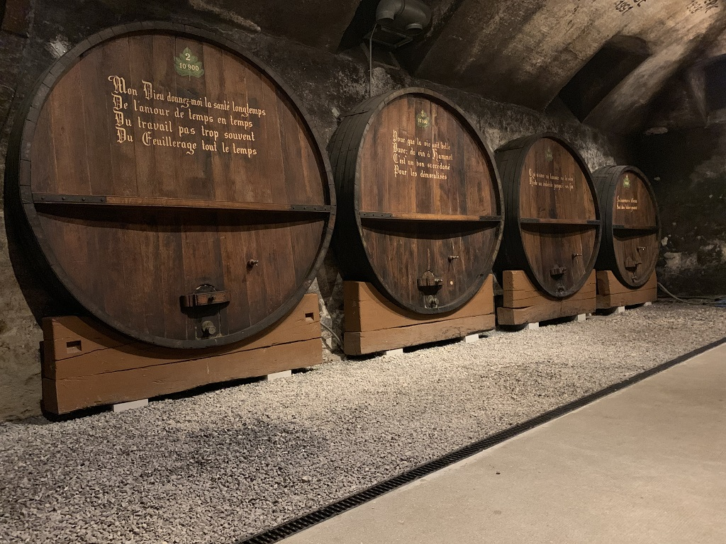 Microgommage des supports en bois pour la cave à vin Gaillard