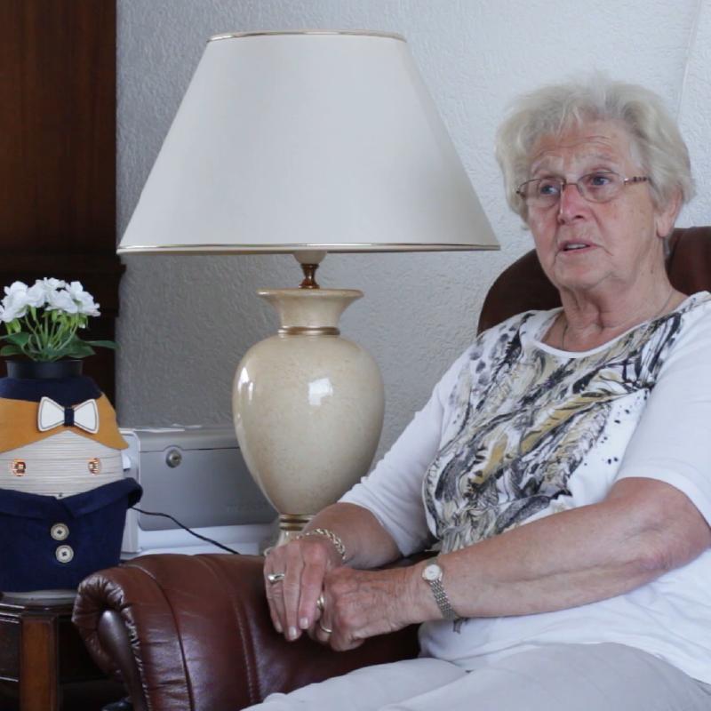 Tessa staat in huis bij mensen met dementie.