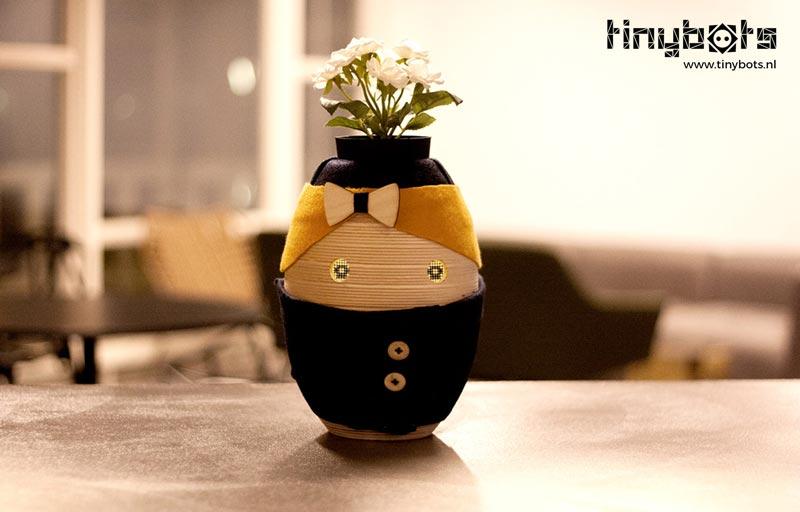 Tessa, de kleine sociale robot voor mensen met dementie.