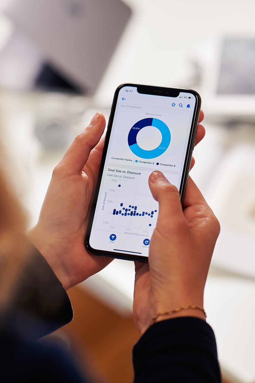 Smartphone mit Salesforce App