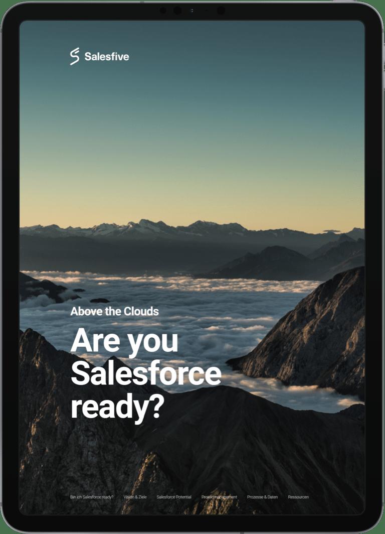 Tablet mit Bergen als Hintergrund