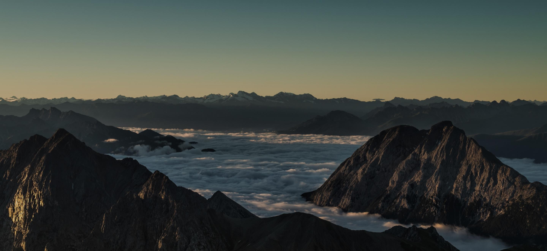 Berge mit Wolken