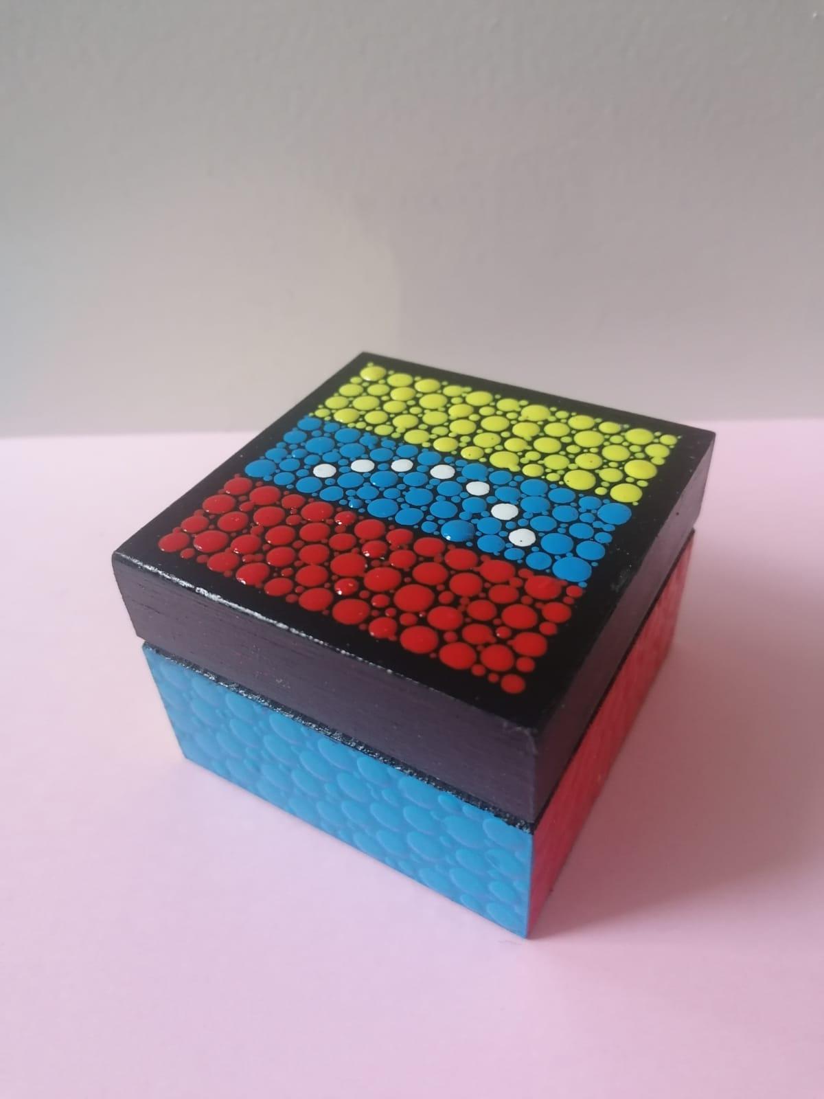 Venezuelan mini-boxes