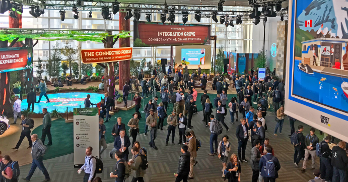 Salesforce Messehalle mit Publikum