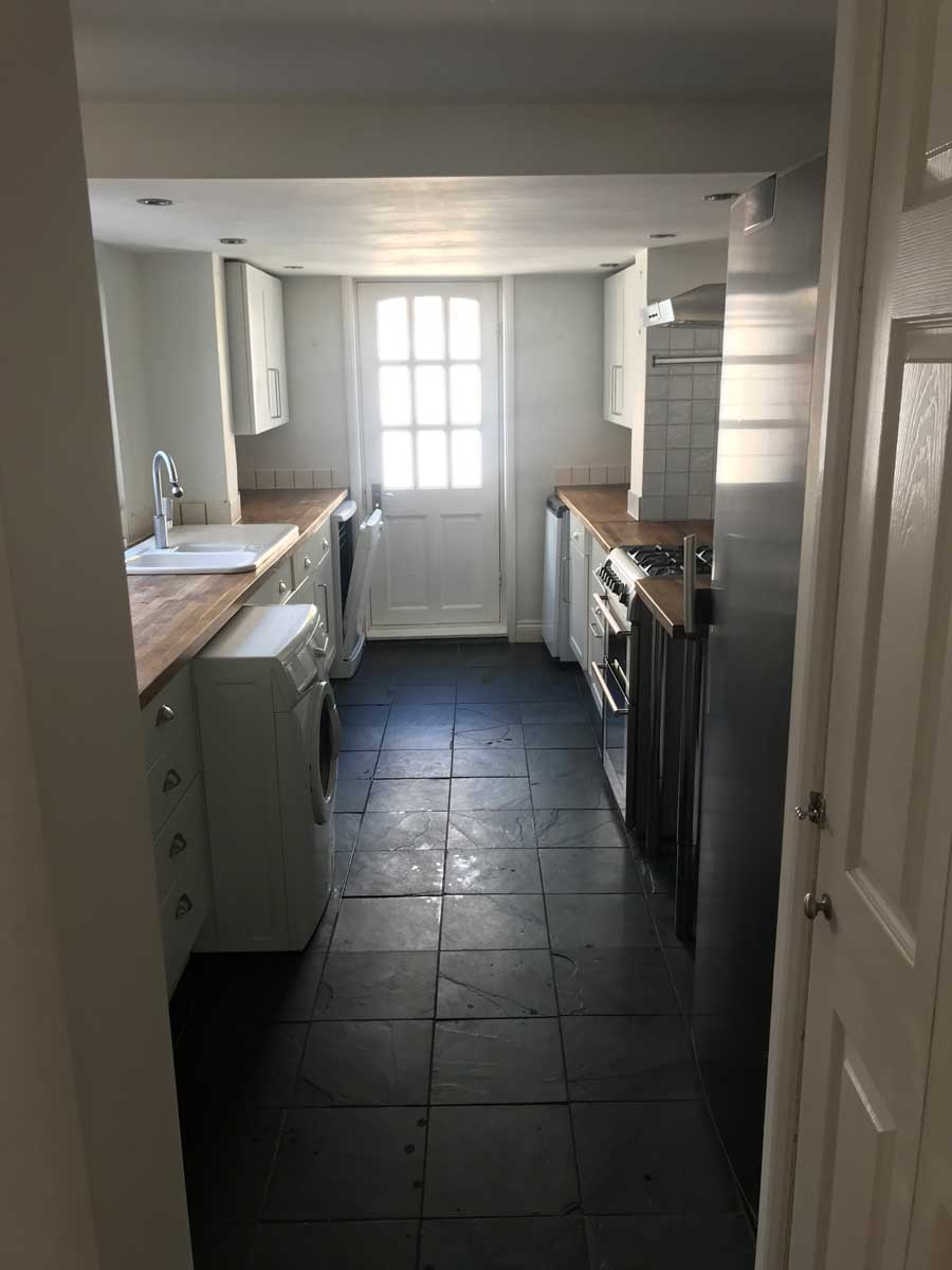 photo of a beautifully clean kitchen