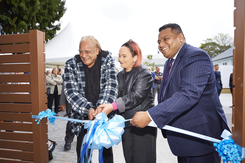 Future tenant Raymond Holloway, tenant leader Teisha Paratene and Associate Housing Minister Kris Faafoi