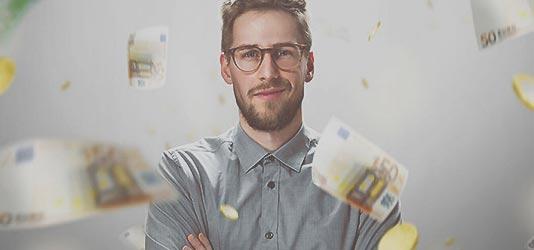 Foto Mann mit Brille und fliegende Geldscheine