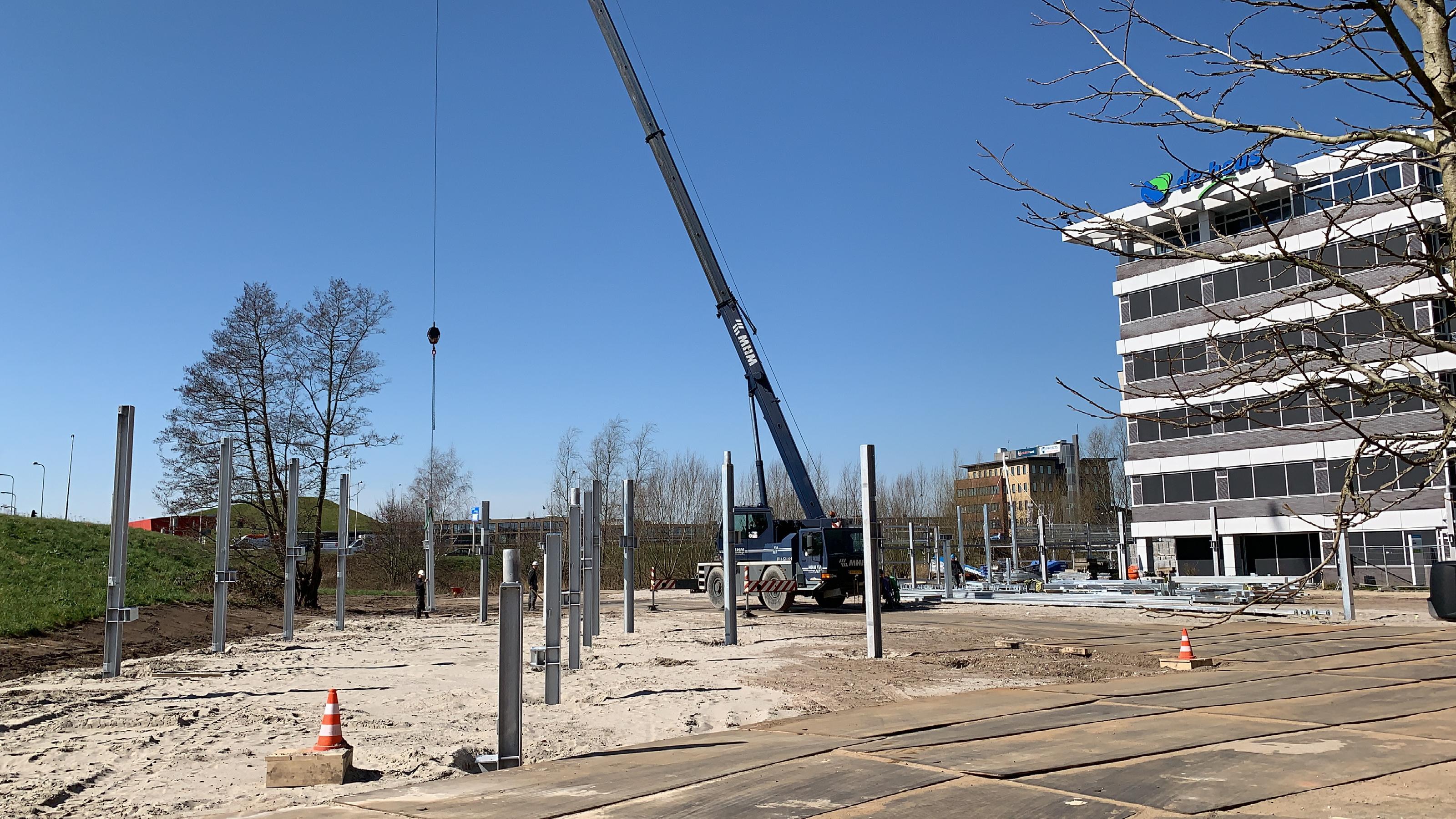 Hoogste punt bouw parkeervoorziening De Heus Voeders in Ede
