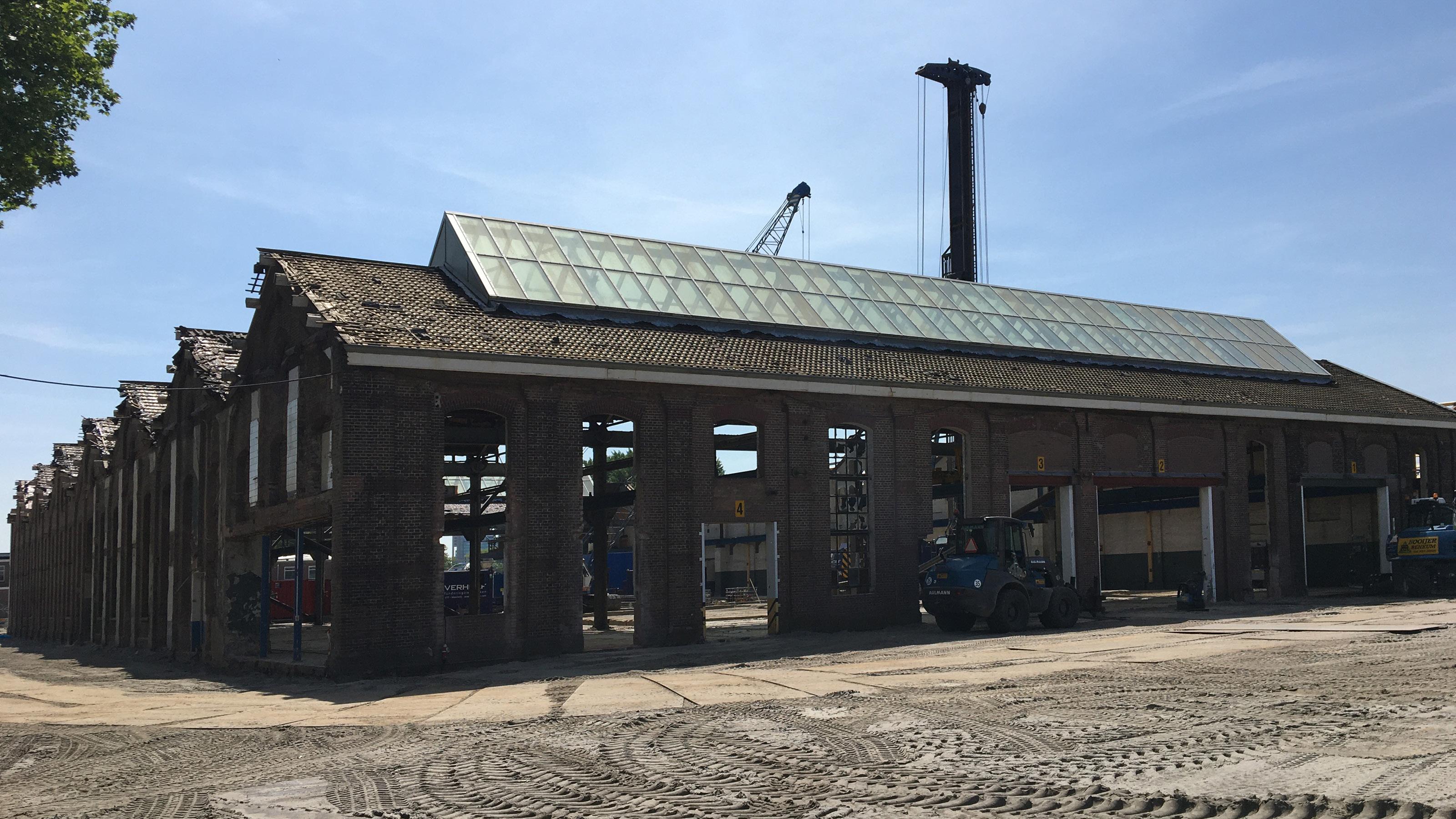 Eerste paal parkeergarage Wisselspoor Utrecht