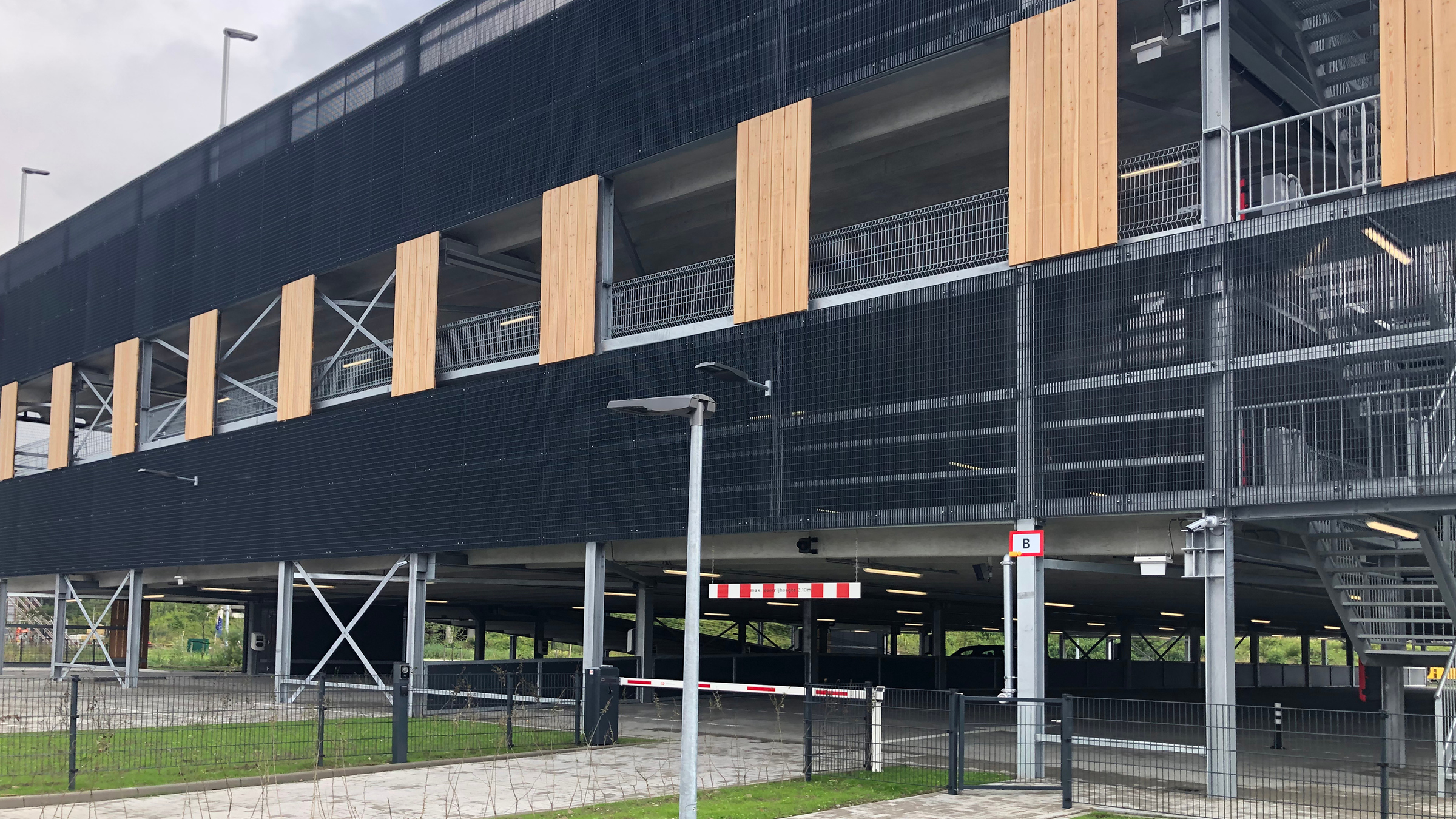 Parkeergarage SEGRO Park Amsterdam Airport opgeleverd
