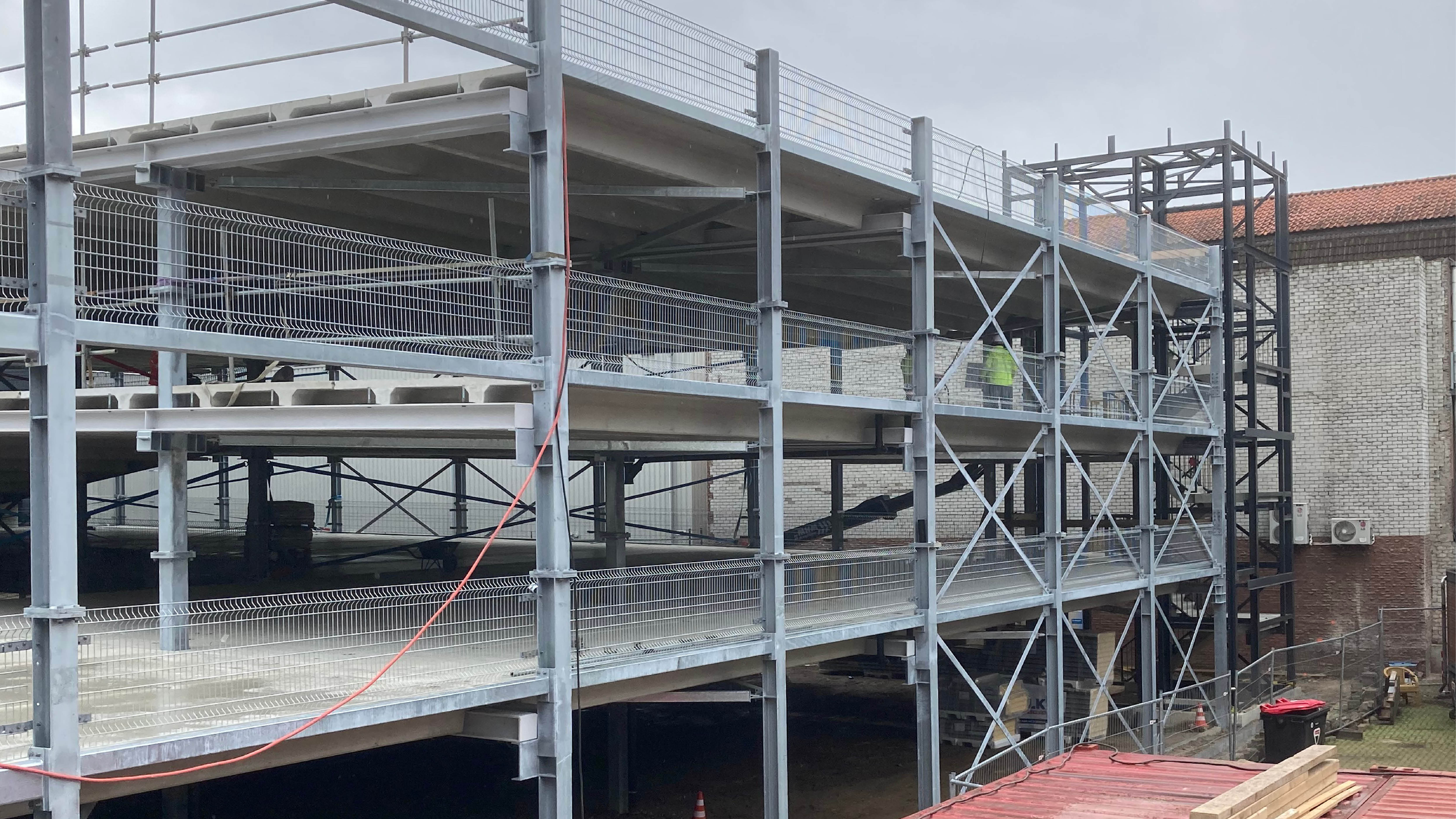 Hoogste punt bouw parkeergarage Arsenaal Venlo