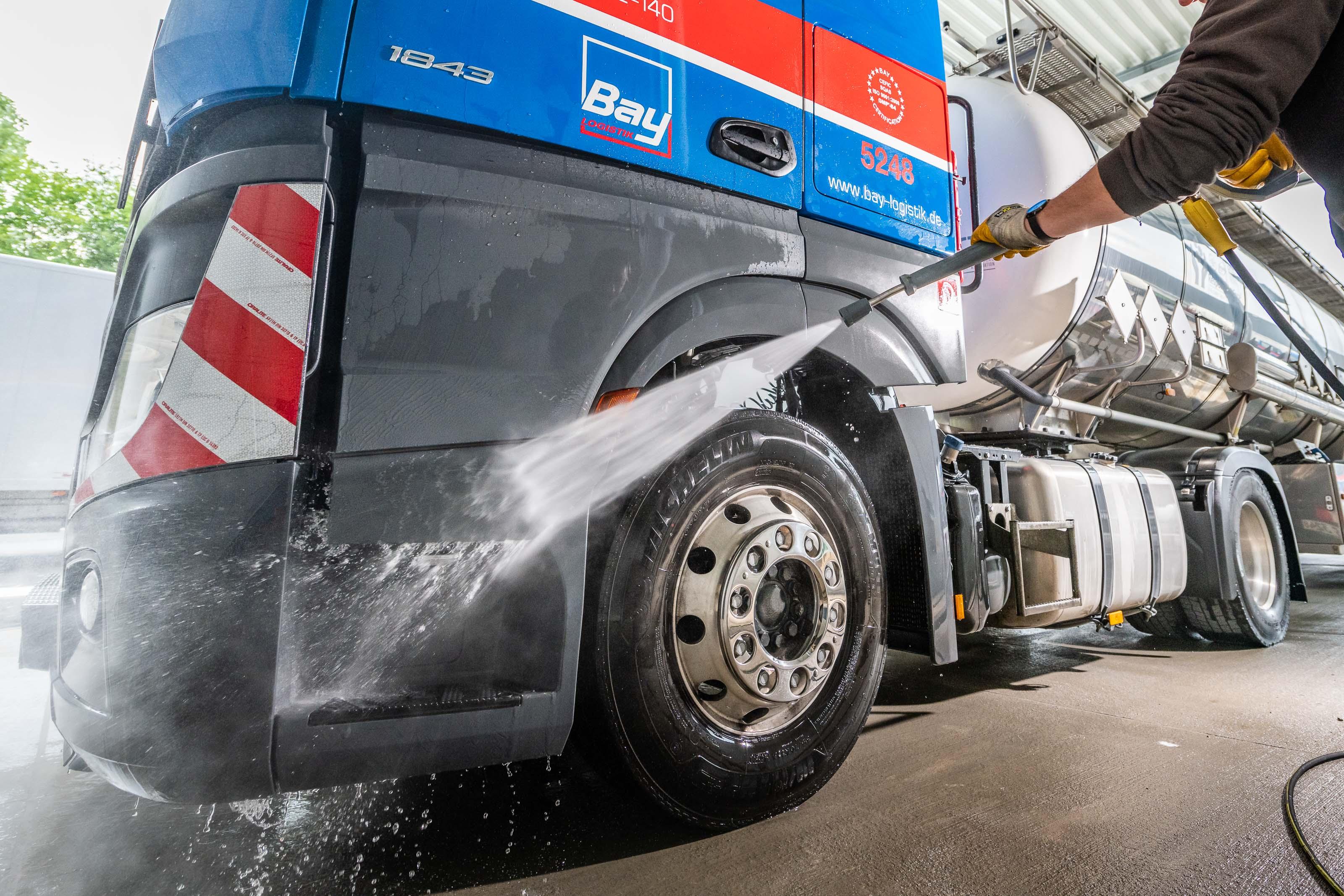 Ab 01.10.2020 bieten wir LKW-Außenwäschen an
