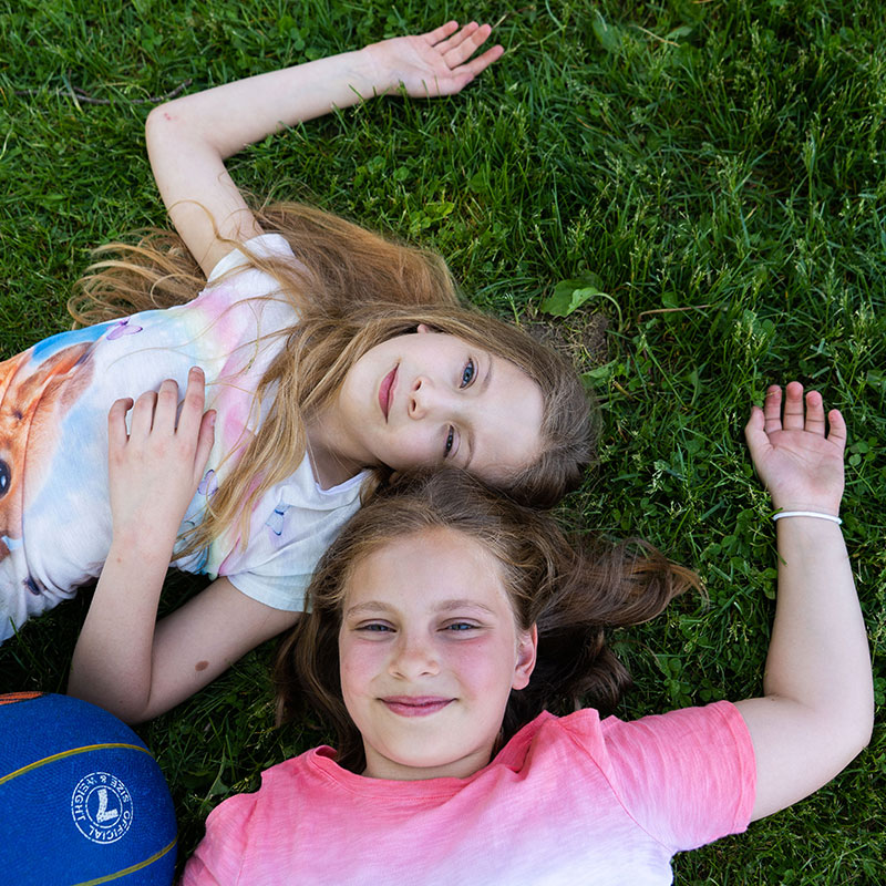 friends-lying-in-grass