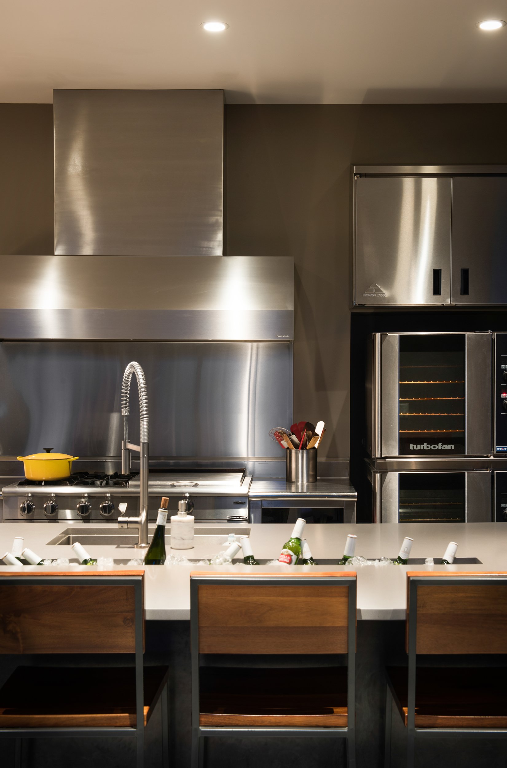 This kitchen in AMAZING! The ice basin built into the counter was a very nice touch.