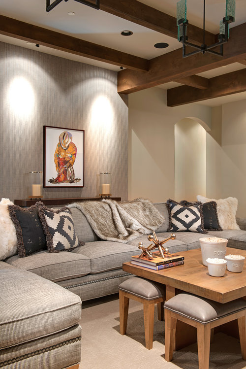 This family room is a great place to relax after a day out on the slopes!