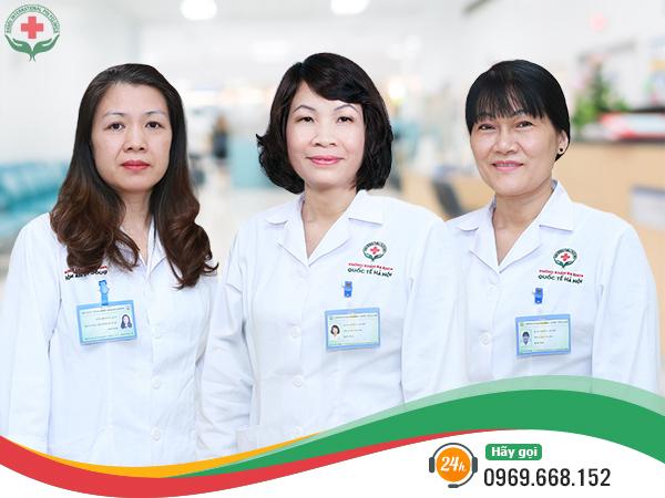 Đội ngũ bác sĩ khám phụ khoa