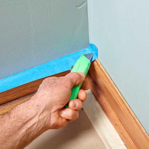 Cara ngecat dinding menggunakan masking tape area sudut