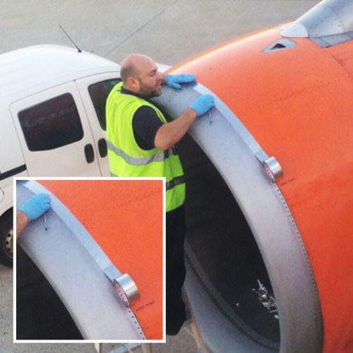 Perbaikan pesawat terbang menggunakan metal duct tape - isolasi aluminium