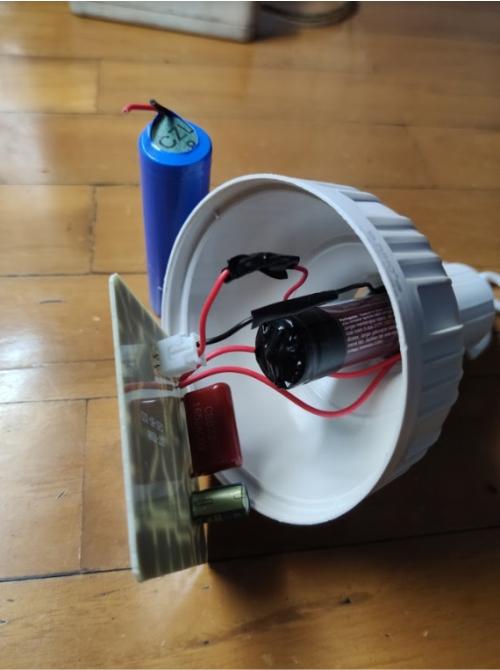 Cara mengganti baterai lampu emergency - pasang baterai baru