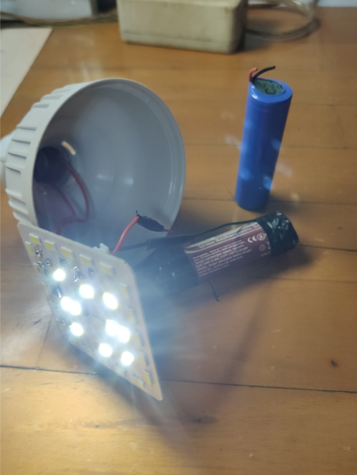 Cara mengganti baterai lampu emergency - Tes lampu menyala atau tidak