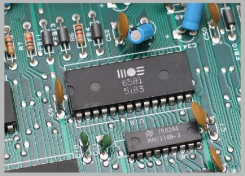 Komponen resistor, IC, & kapasitor jenis THT