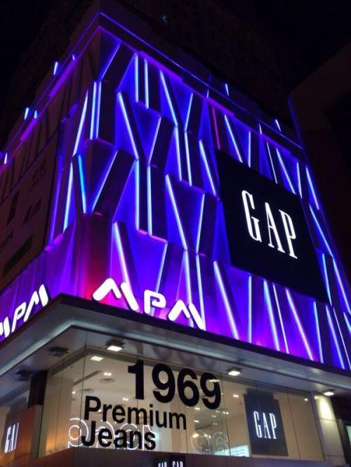 LED strip digunakan untuk mall