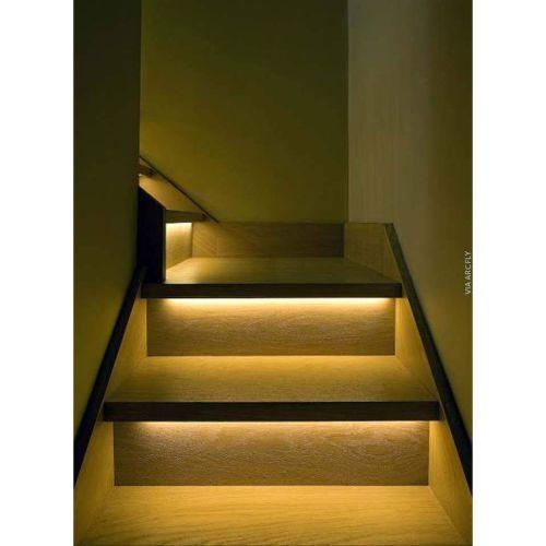 Penerapan LED Strip di tangga rumah