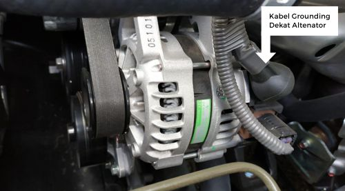 Gambar kabel grounding mobil di dekat alternator