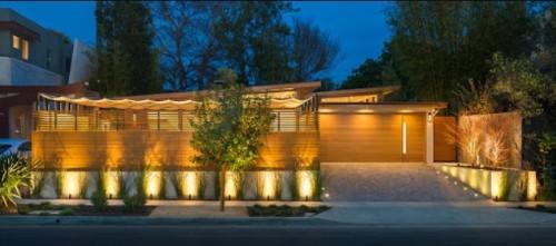 rumah menggunakan lampu sorot led outdoor