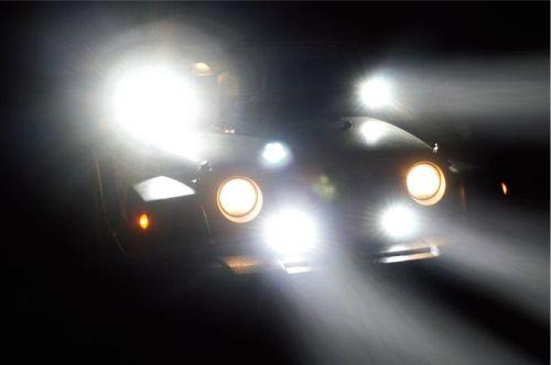 Gambar mobil yang dipasangkan lampu sorot mobil