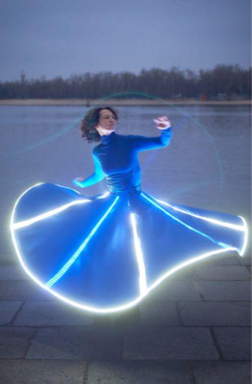 Gambar dress dengan menggunakan neon flex