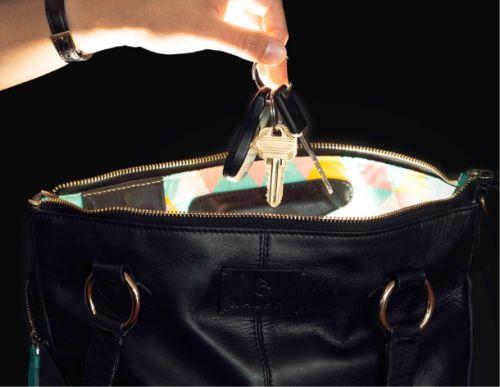 Gambar tas dengan lampu neon flex dan sensor didalamnya