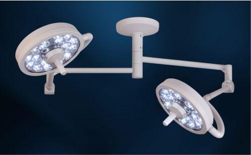 lampu sorot medis yang ditanam di plafon