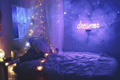 Gambar kamar dengan dekorasi lampu TUMBLR