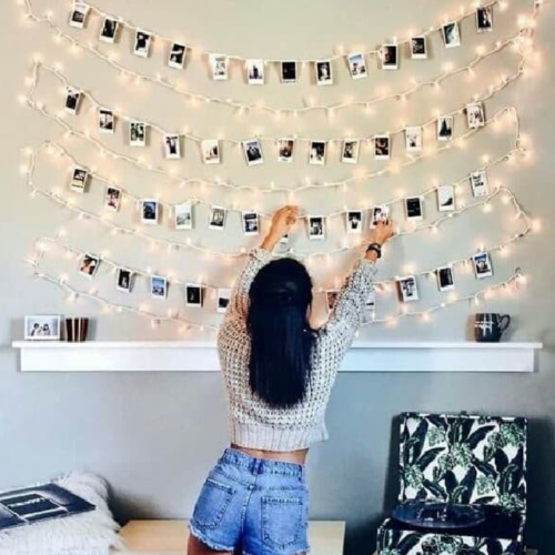Gambar orang yang sedang mendekorasi ruangan dengan lampu tumblr