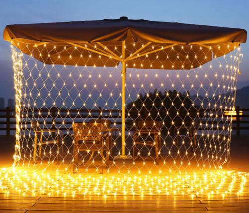 Gambar penggunaan lampu tumblr jaring pada outdoor