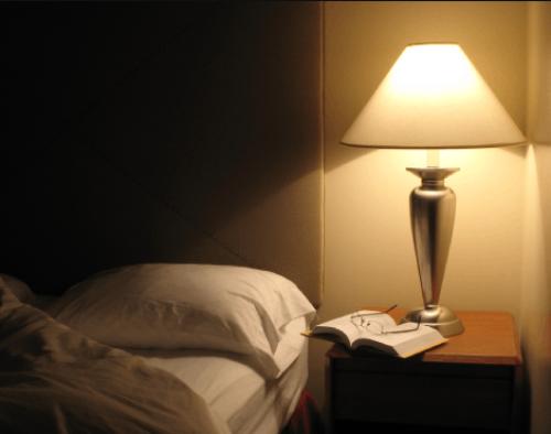 Gambar lampu meja untuk kamar