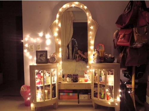Gambar dekorasi lampu tumblr di cermin