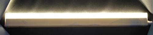 Gambar lampu TL LED yang menyala setelah dihubungkan dengan listrik PLN