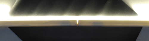 Gambar kedua lampu TL LED yang disambung dengan ekstensi menyala setelah disambungkan dengan jaringan listrik PLN.
