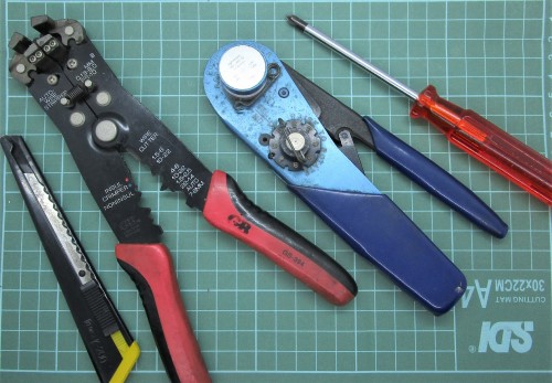 Peralatan untuk memasang saklar & stopkontak