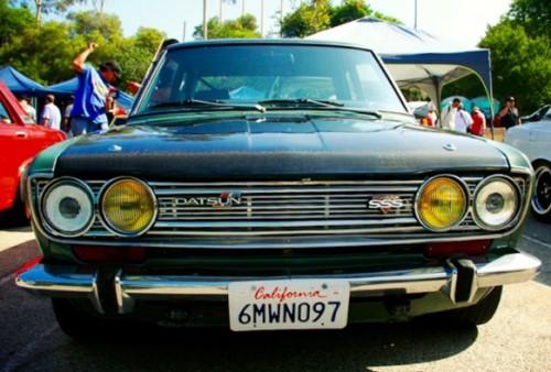 lampu kuning mobil tua