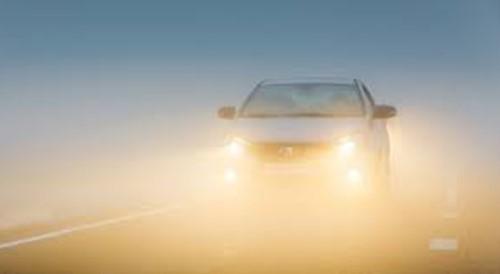 Lampu kabut mobil berwara kuning