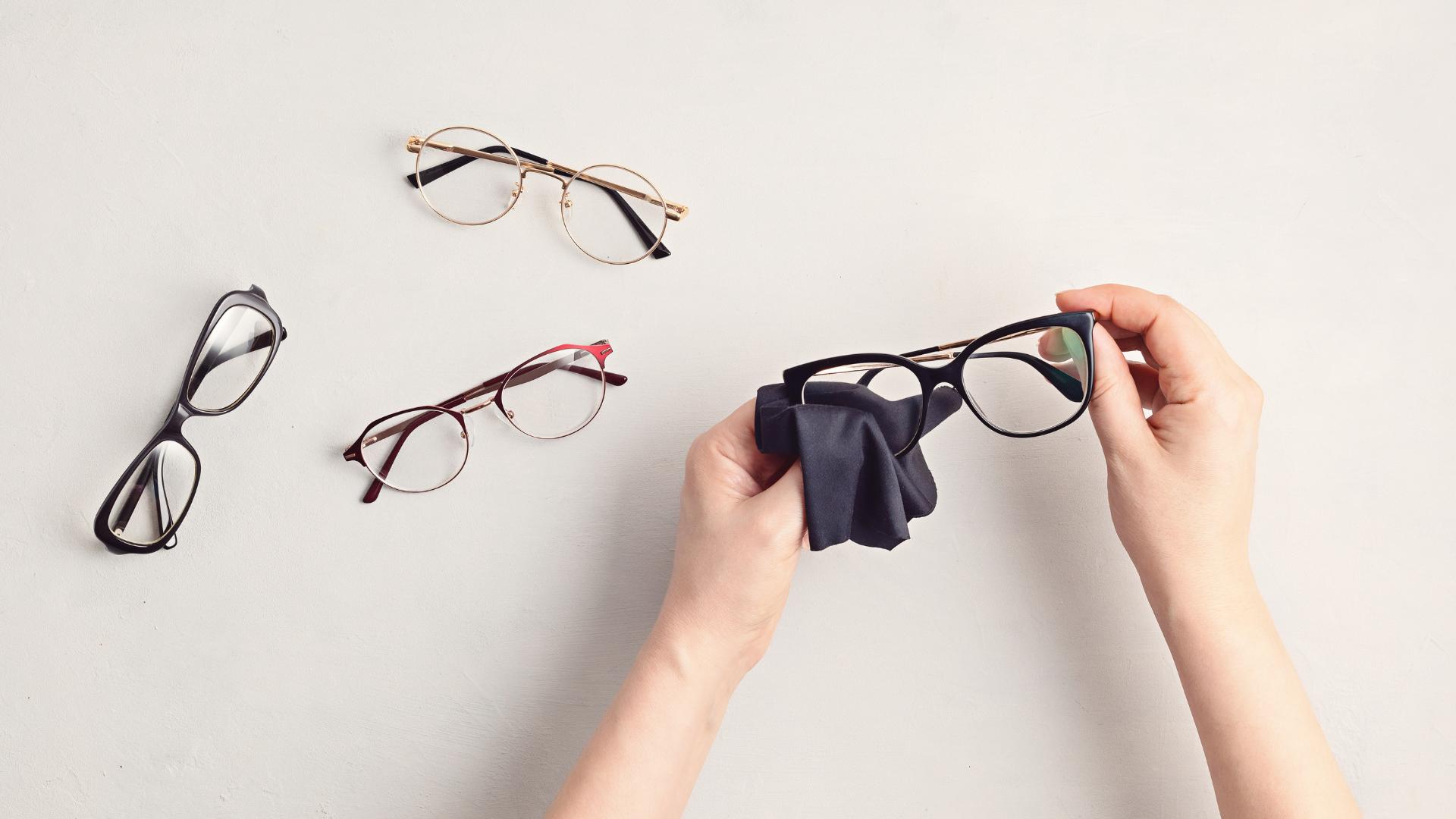 Curatarea ochelarilor