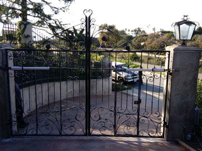 Black Dual Swing Driveway Gates