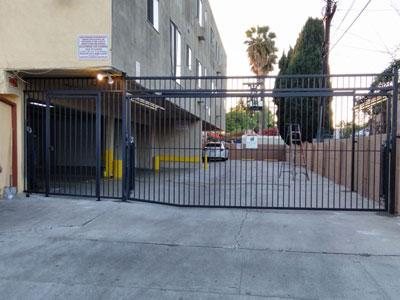 Apartment Metal Gate Driveway
